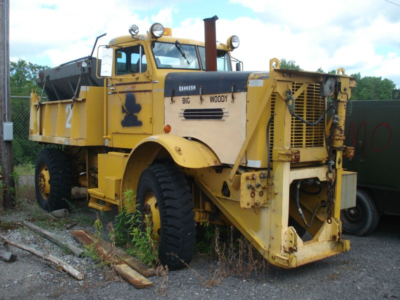 http://www.badgoat.net/Old Snow Plow Equipment/Trucks/Oshkosh Plow Trucks/Oshkosh Trucks/GW800H600-21.jpg